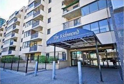 The Richmond Condos 001