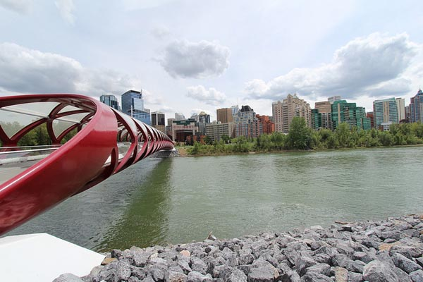 Peace Bridge Calgary - Image Credit: https://www.flickr.com/photos/davebloggs007/8917610250